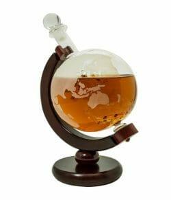 Travel whiskey decanter