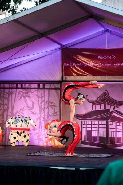 Chinese acrobat performers