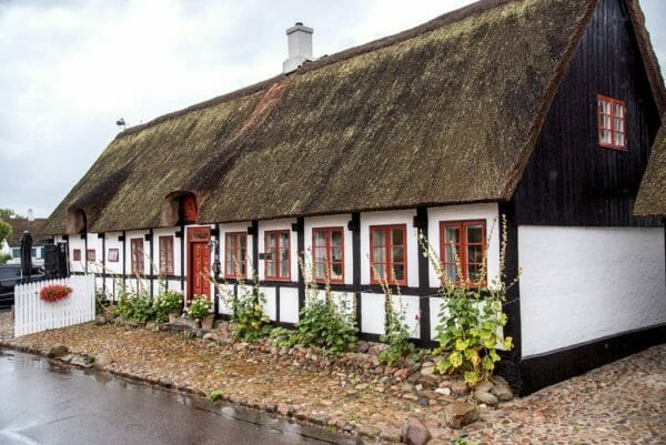 Grass-roof house in Nordby, Samsø