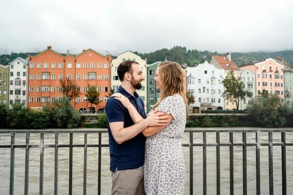 Couples portrait by colorful houses in Innsbruck