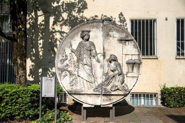 Circle statue in Munich