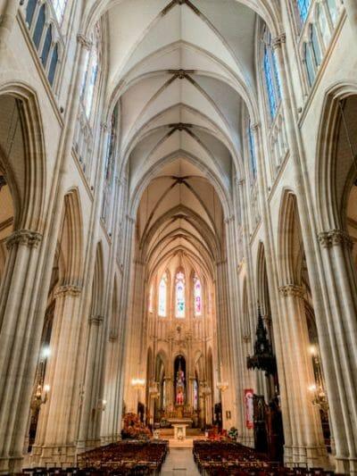 Basilique Sainte-Clotilde interior