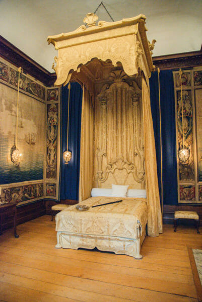 King's bed with a gold canopy